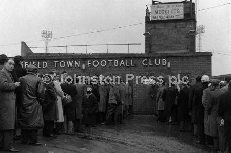 1962 Stags  Fans Queue 1.jpg