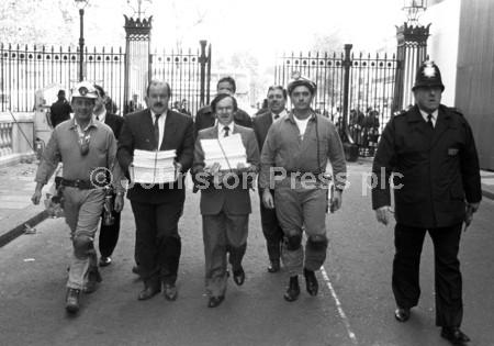 1992 London Pit Petition G5454-20.jpg