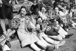 Ollerton Youngsters wait for the Queen to pass 1981-10.jpg