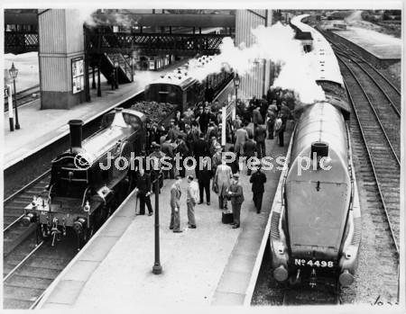 029 4498 & No1 @ Stevenage N Gresley in group next to N