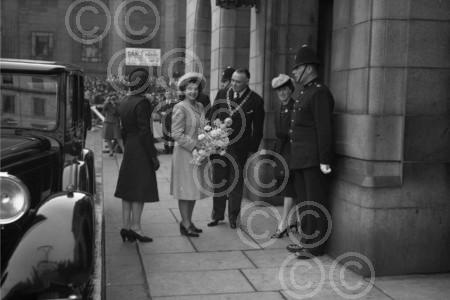 A young Queen Elizabeth and Lord Provost Wilson in City
