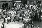 14.Crowds of people attended the filming of the Antique