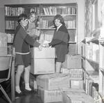 68 1301 Packing up the library at Currock Girls' School
