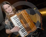 IC_mairearad_green_accordianist_08.jpg