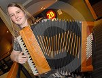 IC_mairearad_green_accordianist_05.jpg