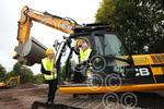 431306ET Pete Waterman & digger Dudley College.jpg